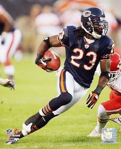 devin hester one of my favorite players Nfl Football Players, Bears Football, Football Baby, Football Helmets, Cool Football Pictures, Baseball Photos, Chicago Bears Pictures, Bear Photos, Nfl Sports