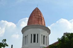 Gedung Cerutu Yang Kuno di Surabaya