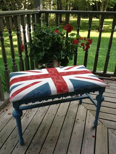 Furniture: Rustic Traditional Shabby Chic Painting Union Flag Bench On The Timber Deck Patio Or Porch Design Ideas: Wonderful DIY Furniture With Flag Decoration Union Jack Decor, British Decor, Picnic Blanket, Outdoor Blanket, Painted Benches, Shabby Chic Painting, Room London, Union Flags, English Decor