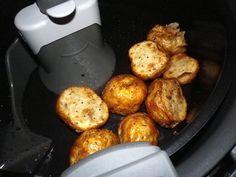 Roasted New Potatoes With Garlic (Actifry) Recipe - tefalactifry Air Fry Recipes, Side Dish Recipes, Vegan Recipes, Cooking Recipes, Vegan Food, Tefal Actifry, Small Potatoes Recipe, Roasted Baby Potatoes, Baked Potatoes