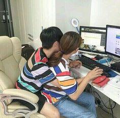 Cuman postingan para idol kpop yang mamerin pasangannya. Penasaran. M… #acak # Acak # amreading # books # wattpad