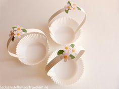 DIY cupcake wrap mini basket inspiration / La classe della maestra Valentina Iftar Party, Eid Party, Cupcake Wraps, Diy Cupcake, Cupcake Liners, Easter Crafts, Crafts For Kids, Recycling For Kids, Jewelry Booth