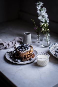 Local Milk - London fog french toast with sugared blueberries. French Toast Batter, Fluffy French Toast, Homemade French Toast, Brioche French Toast, Homemade Brioche, Breakfast Desayunos, Breakfast Ideas, Local Milk, Cupcakes