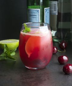 Cherry Mojito - made with fresh cherries. Now this is a mojito I'd actually enjoy Cocktail Rose, Blood Orange Cocktail, Cocktail And Mocktail, Blood Orange Margarita, Fruity Cocktails, Signature Cocktail, Cocktail Shots, Refreshing Drinks, Cocktail