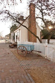 FARMHOUSE – vintage early american farmhouse in williamsburg, virginia with a brick street.