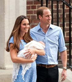 Prince George Photos Photos - Prince William and Kate Middleton leave St. Mary's Hospital with their newborn son on July 23, 2013. - The Newborn Prince of Cambridge Leaves the Hospital