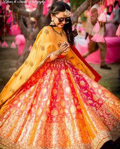 We have the latest picks of Fab Indian Mehndi Outfit Style Ideas.Trending Mehndi lehenga styles and wow offbeat suits for the modern Indian Bride! New Lehenga, Orange Lehenga, Banarasi Lehenga, Lehenga Style, Bridal Lehenga, Sharara, Sabyasachi, Benarasi Dupatta, Brocade Lehenga