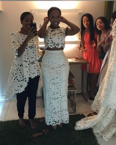 The Lace is really nice. African Lace Dresses, African Fashion Dresses, African Attire, African Wear, Moda Afro, Chic Outfits, Fashion Outfits, African Print Fashion, Ideias Fashion