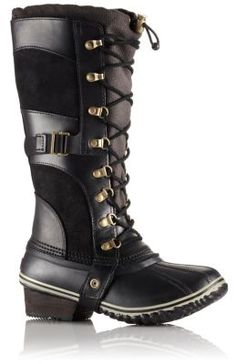 Lightweight and cozy, this waterproof and insulated boot features a full-grain leather and nylon upper, rubber shell, bungee and lace closure and wrapped leather heel to ensure that feet stay dry, warm and protected during everyday adventures in fall conditions. Taking cues from SOREL's iconic Conquest Boot, it's equal parts confident and sophisticated.