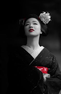 The missed maiko Mamefuji in black/white and red photo. (Source)
