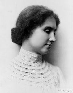 Helen Keller - Cega e surda desde nova, provou que deficiências sensoriais não impedem a obtenção do sucesso. Tornou-se uma célebre escritora e defensora em favor das pessoas portadoras de deficiência.