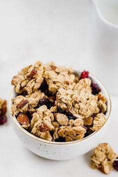 This easy, large-cluster cranberry almond granola recipe will convince you that homemade granola is the way to go! Plus, find out the best tricks to get chunky granola with large clusters. Cranberry Almond Granola Recipe, Chunky Granola Recipe, Cranberry Recipes, Granola Clusters Recipe Healthy, Granola Bites, Best Granola, Oats And Honey, Raw Food Recipes, Health Recipes