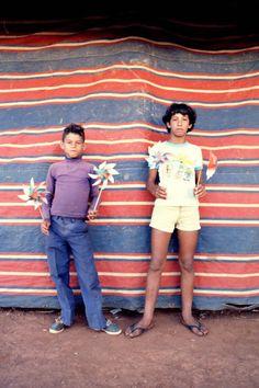 Joaquim Paiva : Photo instantanée, souvenirs de Brasilia à la Maison européenne de la photographie. Série Marché de la Tour de Télévision. © Joaquim Paiva
