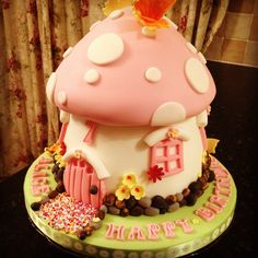 ok this cake is just awesome. if only i could recreate this! Fairy Birthday Cake, Birthday Cake Girls, Birthday Cakes, Happy Birthday, Giant Cupcake Cakes, Fondant Cakes, Pretty Cakes, Cute Cakes, Fairy House Cake