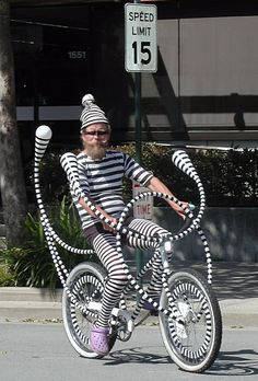 Riding My Bike In Black and White Stripes!: This bike looks like it's out of a Dr. Seuss novel or something. Whoever designed this bike sure took a lot of time Darwin Awards, Pimp Your Bike, Chesire Cat, Hipster, Just For Fun, Op Art, Art Cars, Make Me Smile, Pin Up Girls