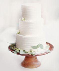 White Wedding Cakes Bohemian Wedding in Charleston with Spanish Moss: Honna Patrick Plain Wedding Cakes, Wedding Cake Prices, Cool Wedding Cakes, Wedding Trends, Trendy Wedding, Wedding Blog, Wedding Tips, Wedding Stuff, Dream Wedding