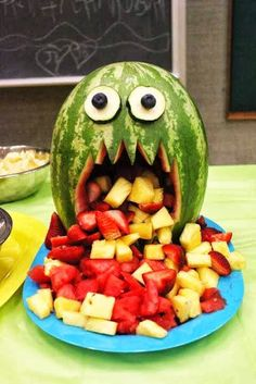 Watermelon monster Fruit Salad for Halloween party. Pick up everything for Hallo… Watermelon monster Fruit Salad for Halloween party. Pick up everything for Halloween this year with the SmartShopper Grocery List maker. Hallowen Food, Healthy Halloween Treats, Halloween Food For Party, Halloween Halloween, Halloween Buffet, Halloween Party Appetizers, Halloween Fruit Salad, Halloween Desserts, Childrens Halloween Party