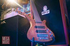 When 7 strings seems a bit much and 5 just ain't gonna cut it - Warwick Corvette 6 Active bass in Bubinga natural satin #warwick #bass #warwickbass #bassguitar #warwickcorvette #bassguitars #bubinga #bassporn #framuswarwick #orange #orangeamplification #gk #gallienkrueger #amplifier #bassamplifier #megamusic
