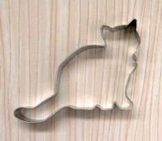 """Kitten cookie cutter. Hand wash and towel dry. Measures: 4-1/2"""" wide"""