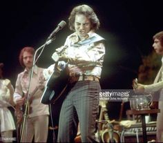 Singer Neil Diamond performs onstage wearing a sequin shirt in circa 1977 in Los Angeles, California. Neal Diamond, Diamond Girl, Neil Diamond Concert, The Jazz Singer, Diamond Picture, Celebrity Singers, Sequin Shirt, Famous Singers, American Singers