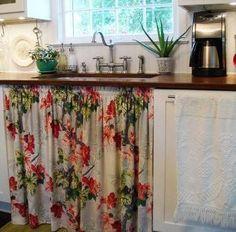 http://www.reciclaredecorar.com/2012/10/decoracao-barata-cortina-para-pia.html#  Decoração barata - Cortina para pia - Reciclar e Decorar