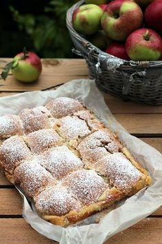 Jabłecznik – najlepszy, krucho serowe ciasto i duża ilość jabłek :) Polish Desserts, Polish Recipes, Cookie Desserts, No Bake Desserts, Delicious Deserts, Yummy Food, Cake Recipes, Dessert Recipes, Coffee Dessert