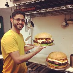 These Burger Joints In Florida Could Convert A Vegetarian - These Burger Joints In Florida Will Have Your Mouth Absolutely Watering Every Red Blooded American Knows Theres Nothing Better Than A Burger The Bigger The Better Thanks To The Foodie Craz Burger Dogs, Burger Bar, Beef Burgers, Florida Travel, Florida Trips, Florida Food, West Florida, Florida Vacation, Florida Keys