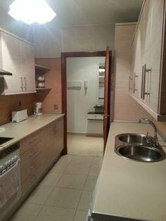 . Apartamento 2 dormitorios, ba�o, cocina, salon, garaje y trastero. Totalmente amueblado si interesa. Atendemos telefono y wasap.