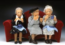 Polymer Dolls -by Annie Wahl. Love love love these old women! Dollhouse Dolls, Miniature Dolls, Dollhouse Miniatures, Ooak Dolls, Art Dolls, Needle Felted, Polymer Clay Dolls, Clay Creations, Clay Crafts