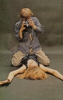 Blow Up, directed by Michelangelo Antonioni. Iconic image of Veruschka von Lehndorff & David Hemmings that appears on the poster. Film was winner of the Palme d'or at Cannes. Michelangelo Antonioni, Stevie Nicks, Cannes, I Movie, Movie Stars, Blow Up Movie, David Hemmings, Poster S, Great Films