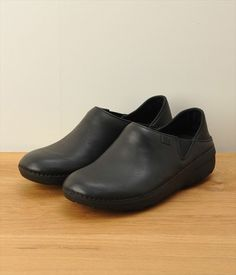 Minimalist Style, Minimalist Fashion, Fashion Bags, Women's Fashion, Leather Shoes, Clogs, Footwear, Loafers, Sneakers