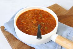 Griekse linzensoep A Food, Good Food, Food And Drink, Low Carb Recipes, Healthy Recipes, Healthy Food, Soups And Stews, Tapas, Slow Cooker