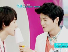 Park Hyung Sik recreates the cotton candy from That Winter the Wind Blows with Im Siwan