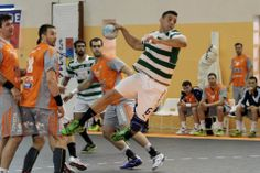 andebol4tsfinal BRUNO MOREIRA aims for the goal against the Hungarian team Pick Szejek. EHF CUP quarters final