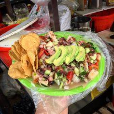 Visitar #Ensenada y comer una deliciosa tostada de mariscos no es obligación, es una tradición  Aventura por bajacomida