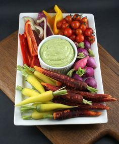 Authentic Suburban Gourmet: Crudités with Green Goddess Dip - I love green goddess - this one has avocado in it! Love Food, A Food, Food And Drink, Raw Vegetables, Veggies, Guacamole, Tapas, Green Goddess Dip, Veggie Platters
