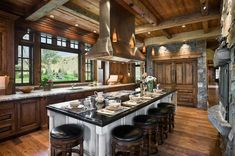 Creating a rustic kitchen in a mountain home creates a comfort and coziness that seems to warm up the brisk air from the surrounding outdoor environment. Cabin Kitchens, Cool Kitchens, Rustic Kitchens, Country Kitchens, Cabin Homes, Log Homes, Construction Chalet, Log Home Decorating, Mountain Homes