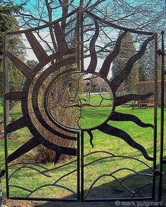 Sun, Two Door Garden Gate von Mark Puigmarti - Gartentore Garden Gates And Fencing, Garden Doors, Metal Gates, Wrought Iron Gates, Driveway Gate, Fence Gate, Gate Decoration, Custom Gates, Door Gate