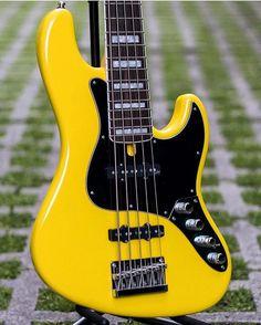 Bass Player Magazineさん(@bassplayermag)のInstagramアカウント: 「A Mayones Jabba Classic 5-string Bass. @slapstoreofficial @mayonesguitars #bassgram #instabass…」