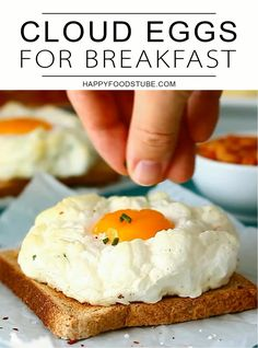 Easy cloud eggs recipe for breakfast. Quick Egg Recipes, Egg Recipes For Kids, Egg Recipes For Dinner, Kids Cooking Recipes, Snack Recipes, Dessert Recipes, Soup Recipes, Easy Egg Breakfast, Egg Recipes For Breakfast