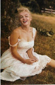 Marilyn at Roxbury, Connecticut. Photo by Sam Shaw, May 1957.
