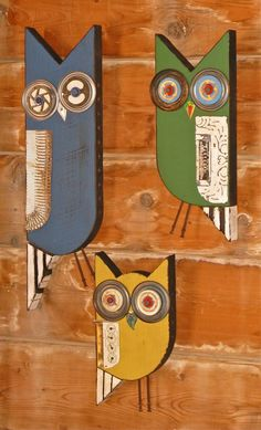 Mesquite owls with tunnels in sides for bee nesting Barn Wood Crafts, Driftwood Crafts, Wooden Crafts, Owl Crafts, Diy And Crafts, Arts And Crafts, Owl Art, Bird Art, Wood Owls