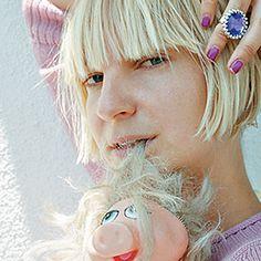 Sia'yı yakından tanıyın   www.dunyakadarmuzik.com