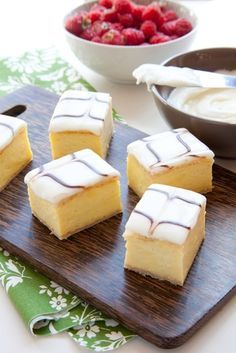 An easy vanilla custard slice recipe made with a biscuit base and topped with a classic pink icing! This is just like a bakery-bought vanilla slice! Yummy Treats, Delicious Desserts, Sweet Treats, Yummy Food, Aussie Food, Australian Food, Baking Recipes, Cake Recipes, Dessert Recipes