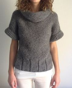Joli pull tout simple type loose à manches courtes et grand col – Ravelry: Pull… Pretty simple loose type sweater with short sleeves and large collar – Ravelry: Sweater # pattern by Phildar Design Team Knitting Designs, Knitting Patterns Free, Knit Patterns, Hand Knitting, Knitting Ideas, Knitting Projects, Knit Vest, Pulls, Knitwear