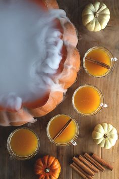 Halloween Pumpkin Punch Halloween Pumpkin Punch // HonestlyYUM Source by dajih Diy Halloween, Halloween Food For Party, Holidays Halloween, Halloween Treats, Halloween Pumpkins, Halloween Stuff, Dry Ice Halloween, Halloween Finger Foods, Ideas Party