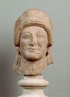 Frau mit Diadem; Zyprisch, Eisenzeit, archaisch, 1. Viertel 5. Jh. v. Chr. | Kunsthistorisches Museum Wien