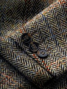Tweed clothes for men and women – items from natural lambswool. Tweed jackets, trousers, suits and outwear, tweed dresses and skirts. Caps, hats and other tweed accessories. Tartan, Plaid, Harris Tweed Jacket, Tweed Jackets, Tweed Run, Mode Costume, Herringbone Pattern, Herringbone Jacket, Well Dressed Men