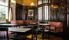 Café Sperl,Vienna,Austria.Built and furnished by Gross&Jelinek in 1880. Кафе Сперл, Вена, Австрия. Гросс и Елинек в 1880 году. 咖啡店 Sperl,维也纳,奥地利 格罗斯&耶利内克 在1880年。