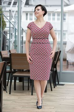 """A classic, feminine dress, ensuring a perfect fit thanks to vertical cuts. The style is """"hip friendly"""". Model wears BiuBiu size and her height is Cotton, Spandex Length: sizes sizes sizes washable. Simple Dresses, Plus Size Dresses, Casual Dresses, Short Dresses, Beautiful Dresses, Dresses For Work, African Attire, African Fashion Dresses, African Dress"""